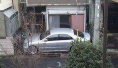 这车停得,给贼钥匙也